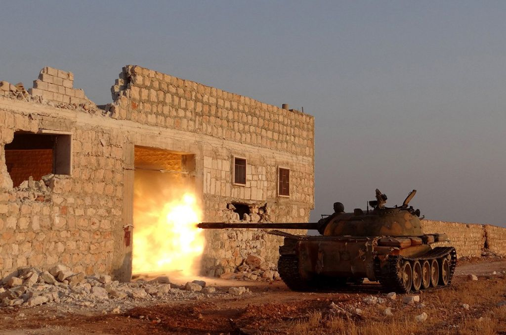 syrian-fighters-in-tanks-2014