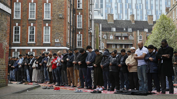 Muslims attend Friday prayers in the courtyard of a housing estate next to the small BBC community centre and mosque in east London March 28, 2014. REUTERS/Stefan Wermuth (BRITAIN - Tags: RELIGION) - RTR3J03W